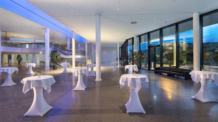 Maritim WUR_171_Congress-Center_Foyer-Blaue-Stunde